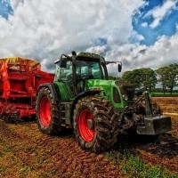 tractor-385681-1280.jpg