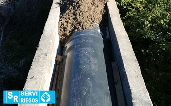 Reabastecimento de tubo e conserto de canal para comunidade de irrigadores em Badajoz